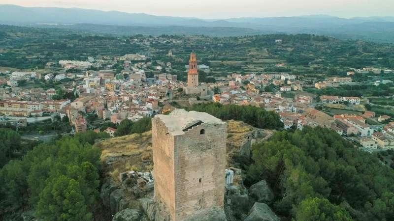Torre consolidada en primer término. Foto: J.L. Yañez