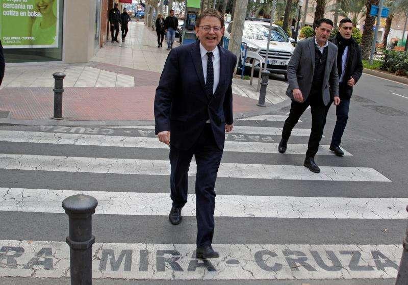 El president de la Generalitat, Ximo Puig, llegando hoy a la sede del Consell en Alicante. EFE