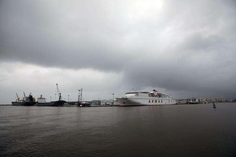 Imagen de archivo del Puerto de Gandía durante un temporal. EFE/Archivo