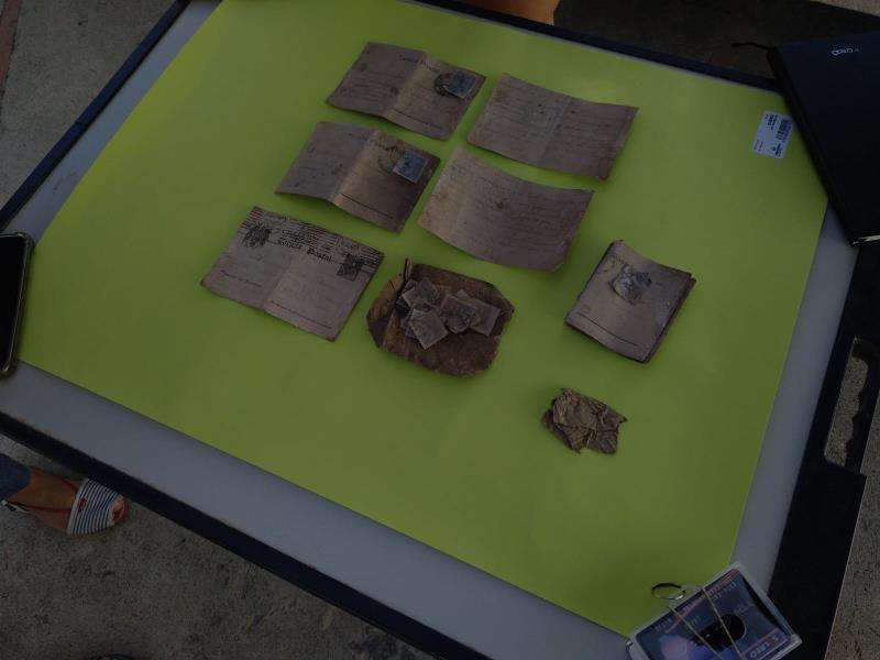 Imagen de las cartas manuscritas encontradas en una fosa del cementerio de Paterna. EFE/Asociación Fosa 127