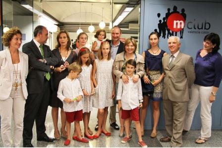 Bonig y Cabré junto a miembros de familias numerosas valencianas en Metrovalencia. Foto EPDA