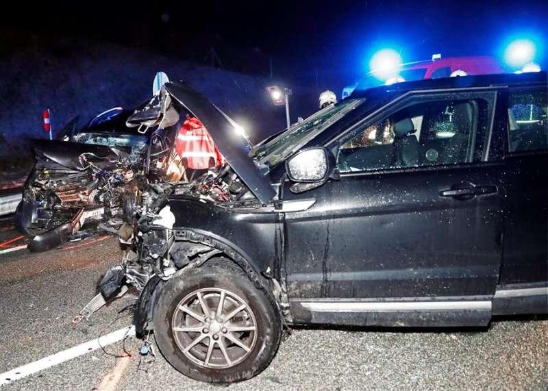 Imagen de archivo de un accidente de tráfico con una colisión frontal. EFE