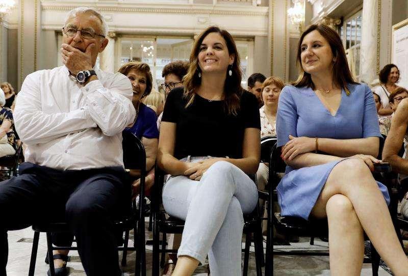 El alcalde de Valéncia, Joan Ribó, junto a las portavoces del PSPV, Sandra Gómez (c) y del PPCV, Maria José Catalá.