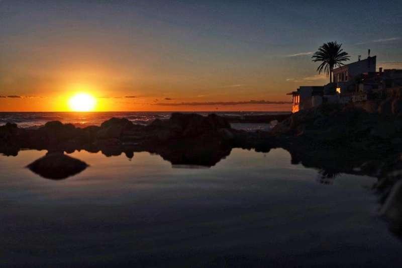 Imagen del amanecer en Denia (Alicante) tras la fuerte tormenta del sábado.EFE/ Biel Aliño