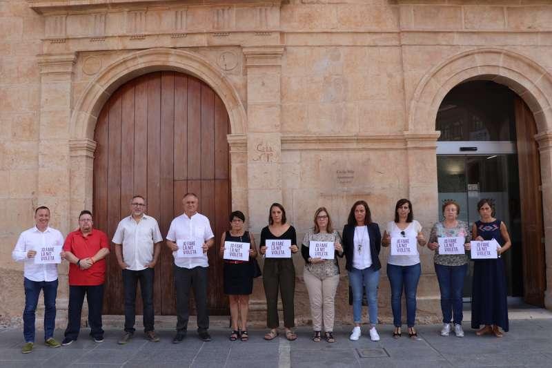 Llíria dedica un minut de silenci per condenar la violencia masclista que s