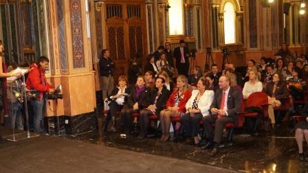 En la imagen destacadas personalidades como la consellera de Bienestar Social, la alcaldesa de Valencia y el Presidente de la Generalitat en los Premios de la Infancia 2013. Foto: EPDA