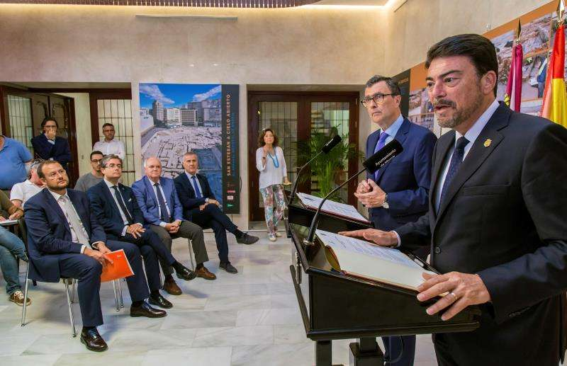 Los alcaldes de Alicante, Luis Barcala (d) y Murcia, José Ballesta. EFE