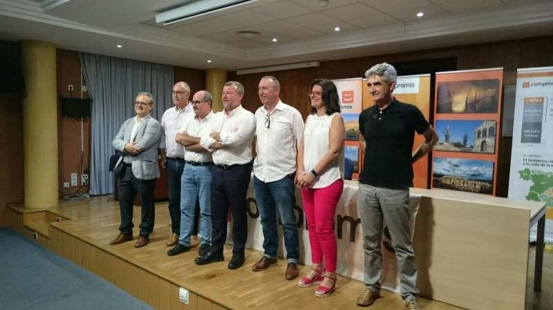 Joan Baldoví amb la diputada autonòmica, alcalde i regidors de Compromís de Sagunt. EPDA