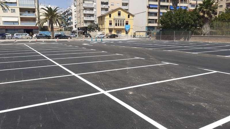 Zona de aparcamiento terminada tras las obras.