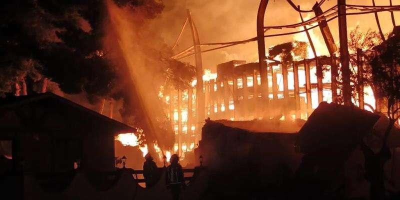 El incendio en el restaurante de Pilar de la Horadada, en una imagen facilitada por el Consorcio de Bomberos de Alicante.