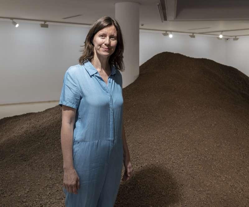 Lara Almarcegui en la sala expositiva del IVAM. IVAM València