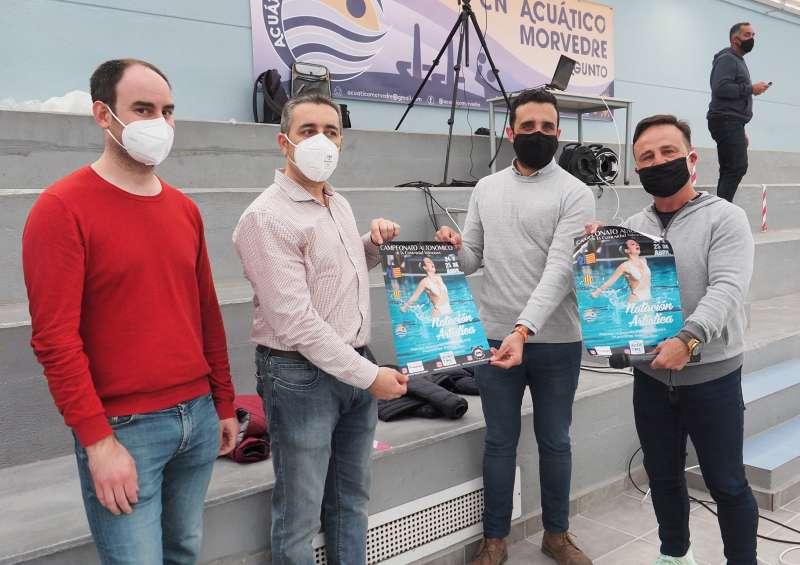 El alcalde de Sagunt recibe el cartel del campeonato autonómico. / EPDA