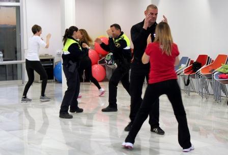 Taller de defensa personal realizado en Rafelbunyol.