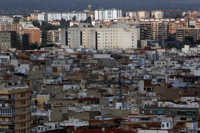 Imagen de archivo de la ciudad de Alicante con el Hospital General al fondo. EFE