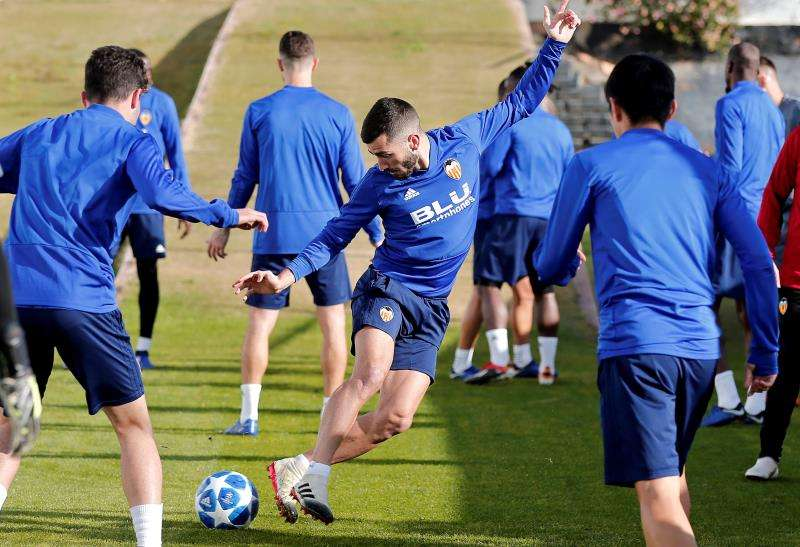 En la imagen, el Valencia CF durante un entrenamiento. EFE/Archivo