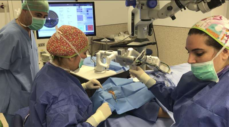 Hospital de Manises con técnica novedosa de trasplante de córnea.