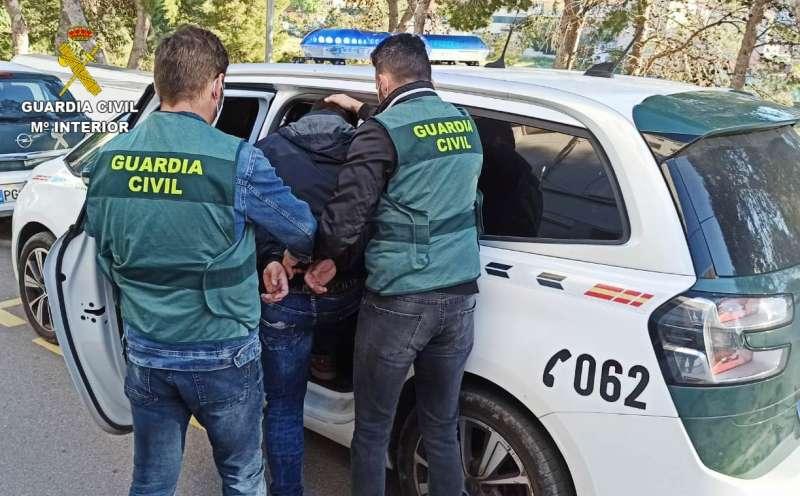 Detenido por atracar dos gasolineras