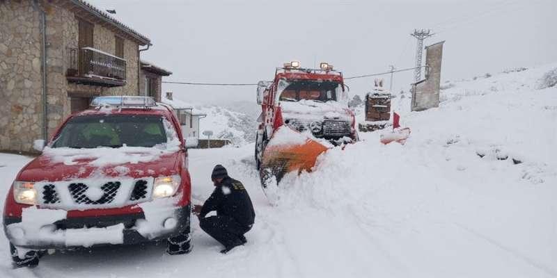 Máquinas quitanieve de los bomberos forestales de la Generalitat, en una imagen de Castellón compartida por el 112CV
