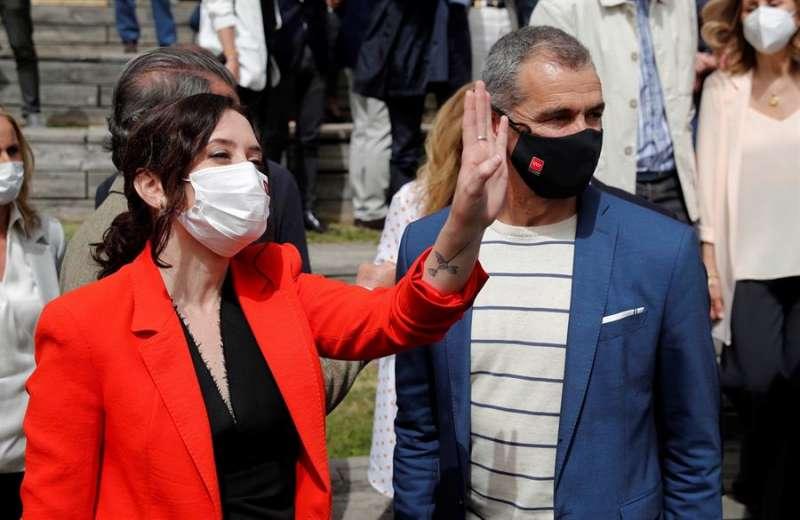 La presidenta de la Comunidad de Madrid y candidata a la reelección, Isabel Díaz Ayuso junto a y Toni Cantó