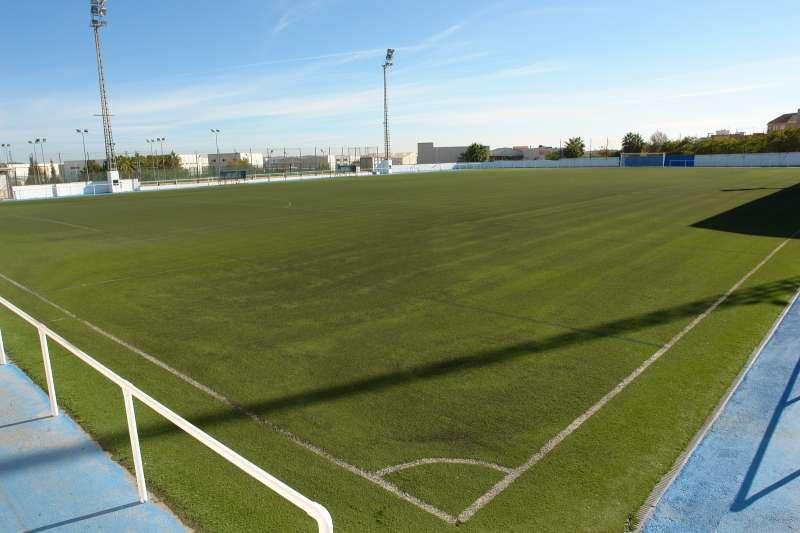 Benaguasil renovará el césped del campo de fútbol municipal