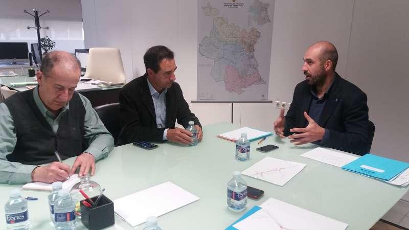 El diputado provincial junto con los alcaldes de Riba-roja y Manises.