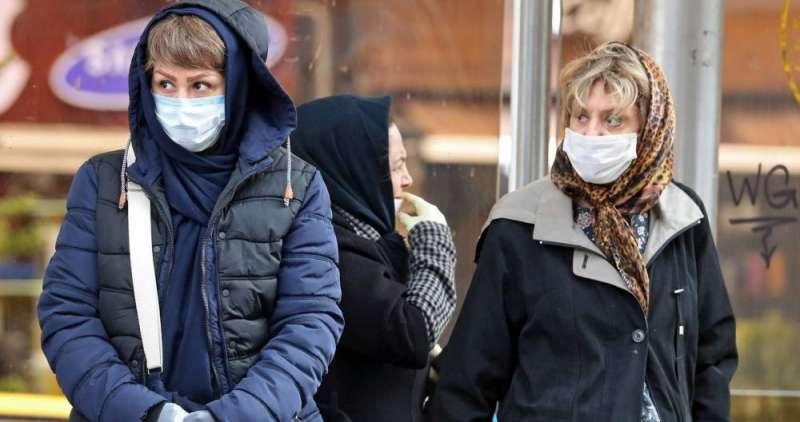 Personas con mascarillas para prevenir el contagio del coronavirus / EFE