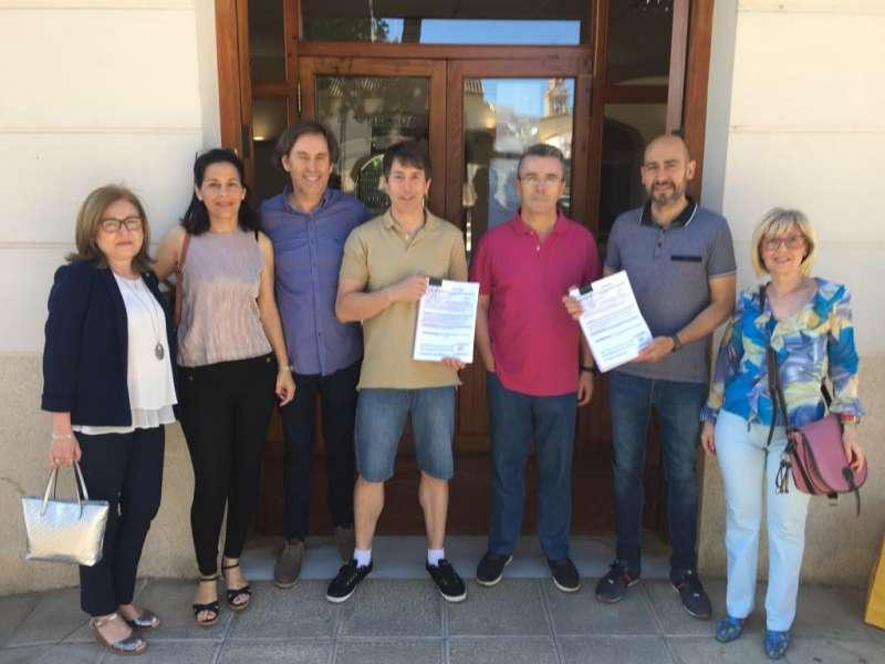 Presentación de las firmas en el Consistorio. EPDA
