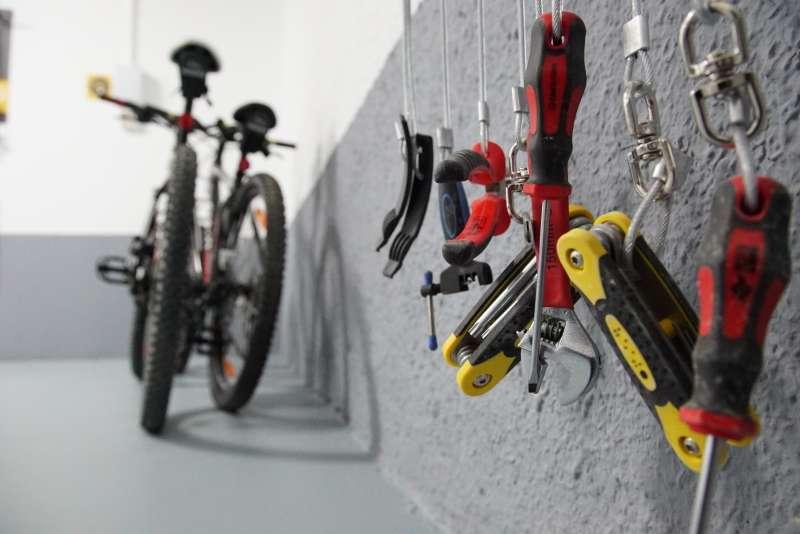 Bicicleta y accesorios Hotel María de Luna. EPDA