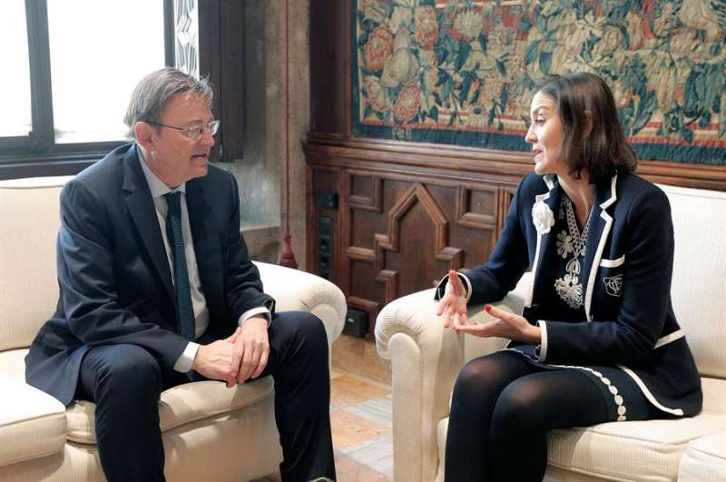 El president de la Generalitat, Ximo Puig, y la ministra de Industria, Comercio y Turismo, Reyes Maroto. EFE