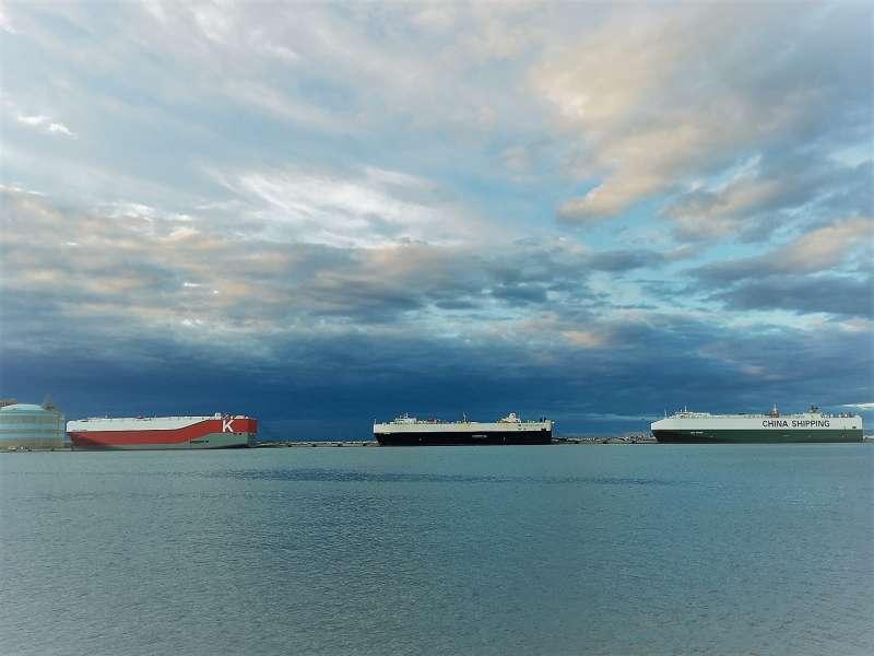 Los tres grandes buques especializados en el transporte de vehículos. EPDA