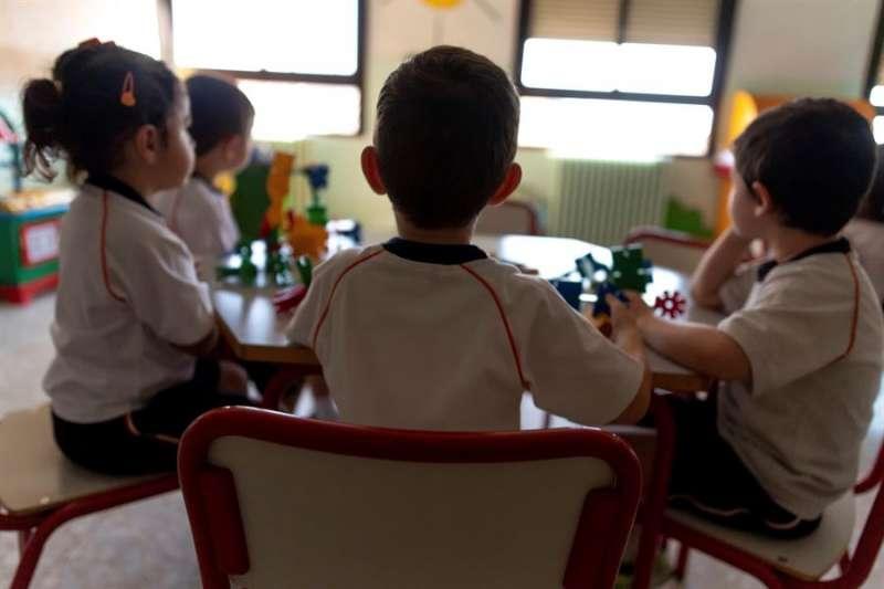 Un grupo de escolares en una aula. EFE/Archivo