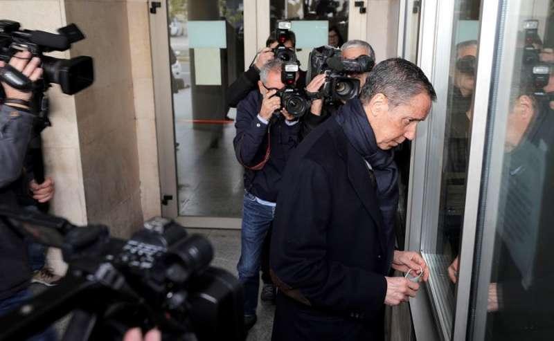Eduardo Zaplana a su llegada a la oficina de presentaciones del juzgado de guardia de Valéncia. EFE/ Manuel Bruque/Archivo