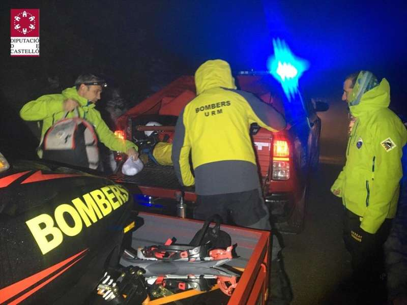 Algunos de los bomberos del equipo que ha localizado al hombre desaparecido en Morella. EFE/ Consorcio Provincial de Bomberos de Castellón