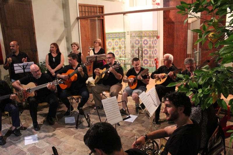 Concert del grup de danses El Raval al Museu Comarcal de l