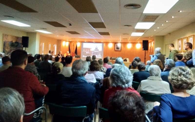 El salón de sesiones de Altura se llenó de público Foto: Mª Luisa Benedicto