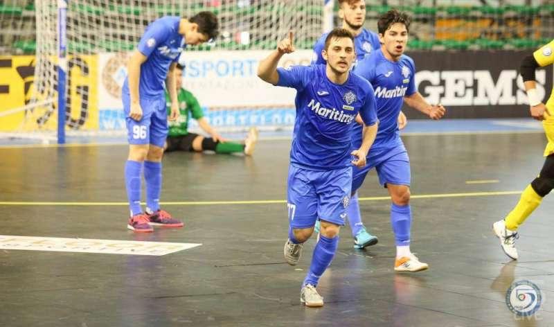 Jugador celebrando el  gol