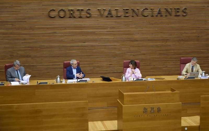 Francisco Pérez, en la Comisión para la reconstrucción celebrada hoy en Les Corts Valencianes. EFE