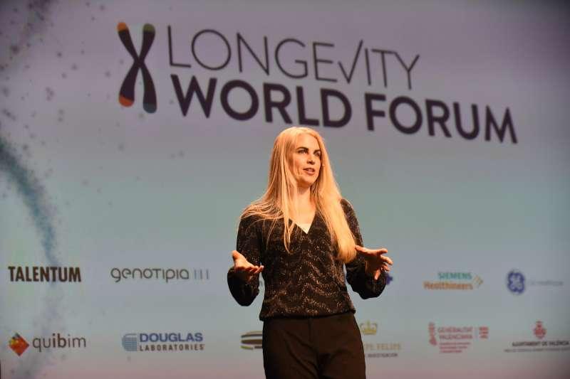 Liz Parrish presentando las terapias génicas como fórmula exitosa para aumentar la longevidad. -EPDA
