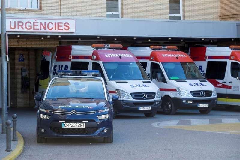 Vista general de la puerta de entrada del Hospital General de Castellón. EFE