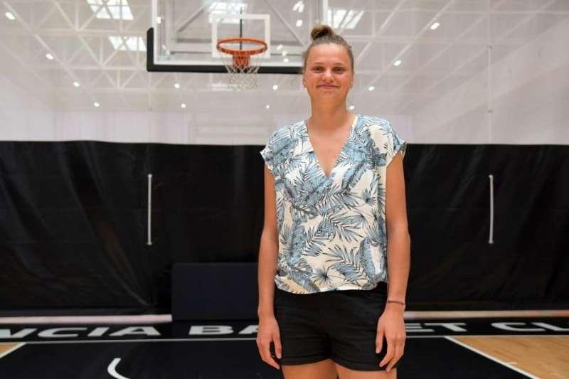 La lituana Laura Juskaite, nueva jugadora del Valencia Basket, en una imagen cedida por el club valenciano. EFE