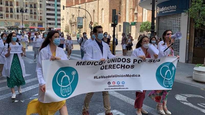 Protesta convocada en València por Médicos Unidos por sus  Derechos (MUD). Foto cedida por MUD