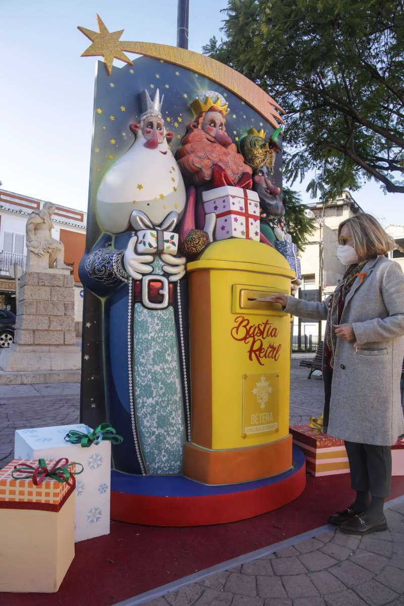 El Ayuntamiento  de Bétera ha colocado cinco buzones reales para que los más pequeños puedan depositar sus cartas.