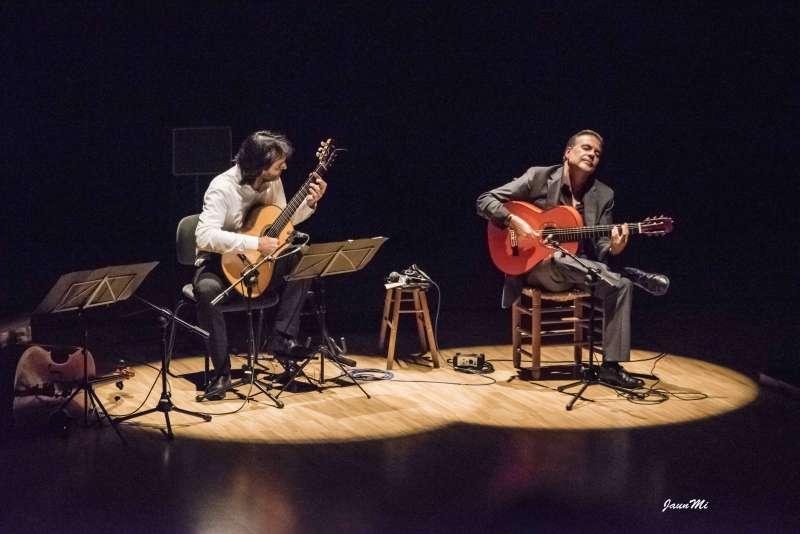 El dúo valenciano guitarras del mediterráneo actúa en el teatro l´Agrícola de Alboraya junto a la bailaora Irene de la Rosa
