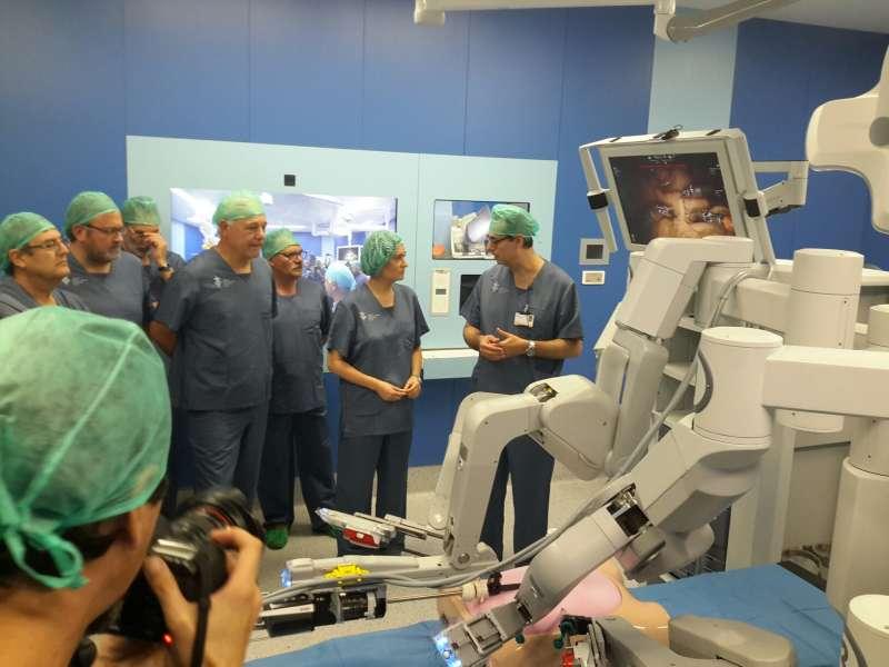 Personal sanitario antes de la intervención en el Hospital General de València. EPDA