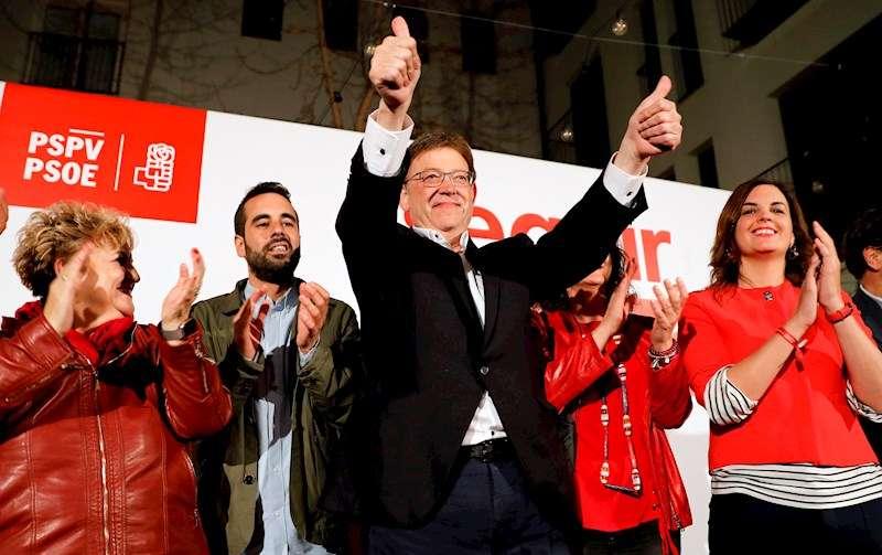 Ximo Puig saluda tras ganar las elecciones autonómicas del 28A, el pasado año. EFE/Juan Carlos Cárdenas