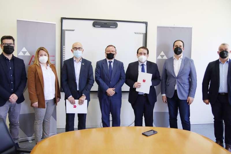 Firma del convenio para el desarrollo de proyectos empresariales en Alaquàs.