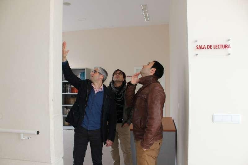 Jesús Montesinos visitando el Centro Social de la localidad. //EPDA