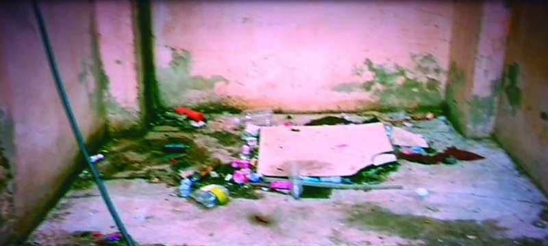 Basura en uno de los patios interiores de Baladre. EPDA