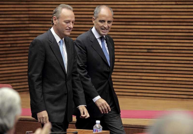 Los expresidents Francisco Camps (d) y Alberto Fabra (i).