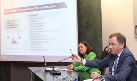 El conseller de Hacienda y Administración Pública, Juan Carlos Moragues, durante la presentación del libro